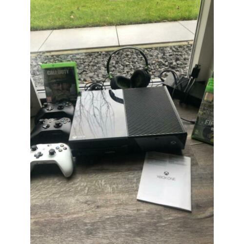 Xbox one 500GB incl. 3 controllers, 6 spellen, 2 headsets