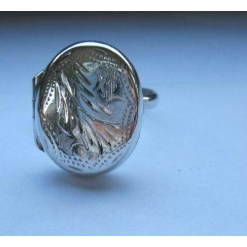 Zilveren locket ring. OPENT